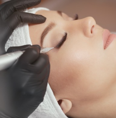 women being microbladed